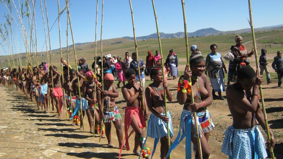 02 Iintombi of KwaBhaca Kingdom at Umkhosi wokukhahlela 2012 – moral regeneration