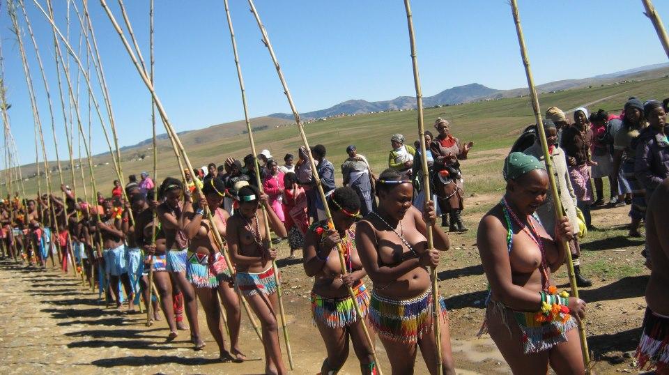 03 Iintombi of KwaBhaca Kingdom at Umkhosi wokukhahlela 2012 – iintfombi takwaBhaca