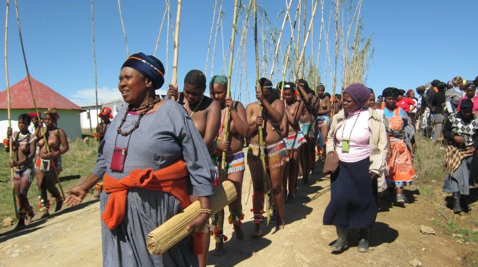 04 Iintombi of KwaBhaca Kingdom at Umkhosi wokukhahlela 2012 – kundlunkulu, eNcunteni