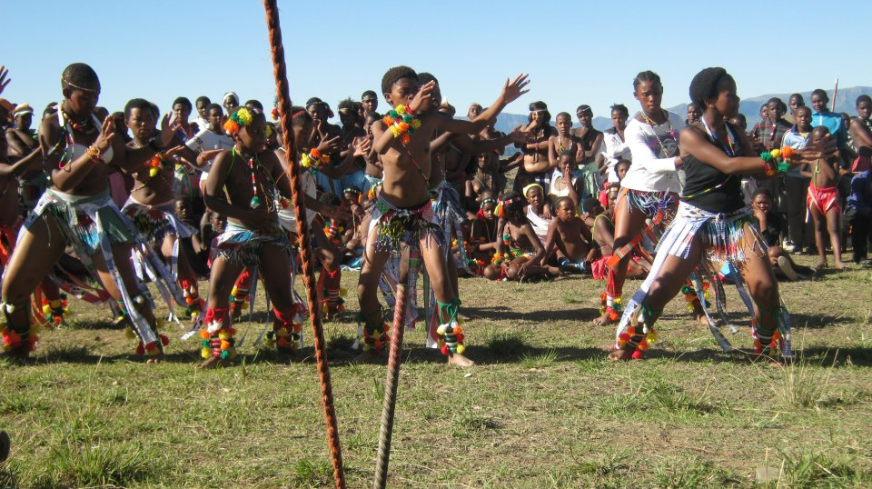 Iintombi of KwaBhaca Kingdom at Umkhosi wokukhahlela 2012 – Bhaca girls dance