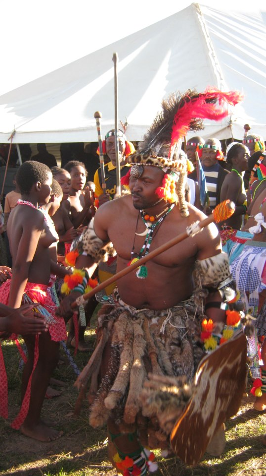 Iintombi of KwaBhaca Kingdom at Umkhosi wokukhahlela 2012 – Inkosi Madzikane II