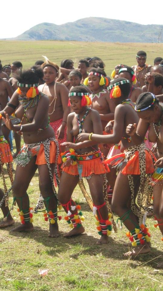 Iintombi of KwaBhaca Kingdom at Umkhosi wokukhahlela 2012 – amakhosatana