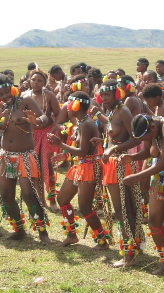 Iintombi of KwaBhaca Kingdom at Umkhosi wokukhahlela 2012 – bhaca dance