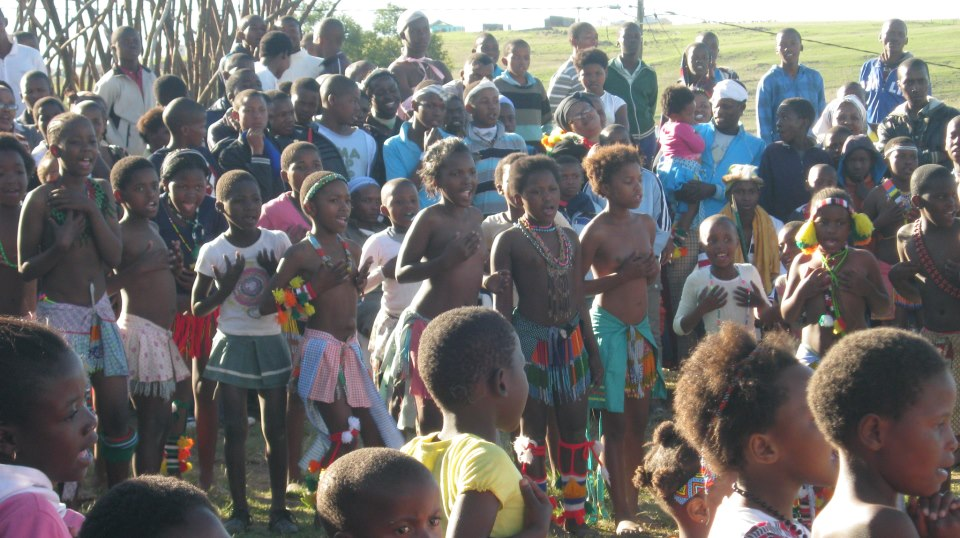 Iintombi of KwaBhaca Kingdom at Umkhosi wokukhahlela 2012 – bhaca kids