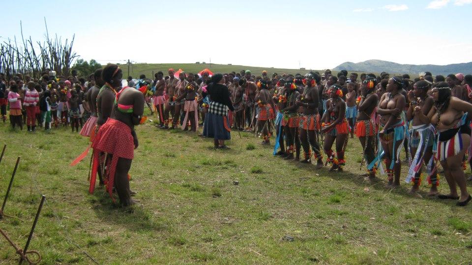 Iintombi of KwaBhaca Kingdom at Umkhosi wokukhahlela 2012  – iintfombi