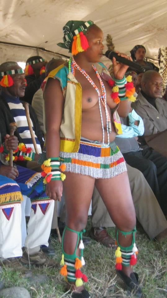 Iintombi of KwaBhaca Kingdom at Umkhosi wokukhahlela 2012 – intfombi ntfo!