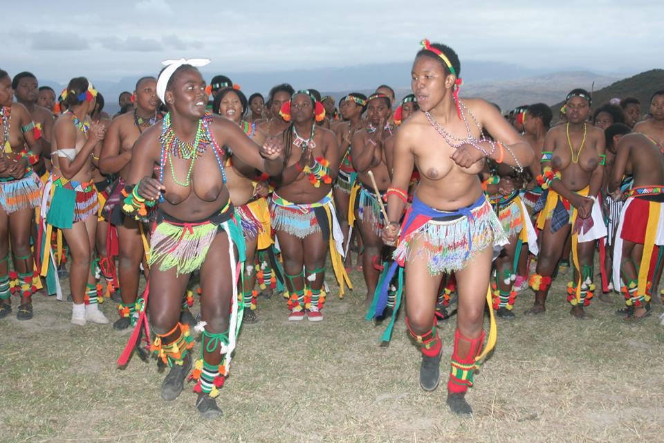 Umkhosi wokukhahlela – Bhaca Royal Reed ceremony – Elundzini Royal Residence, KwaBhaca (18) – Bhaca Maidens